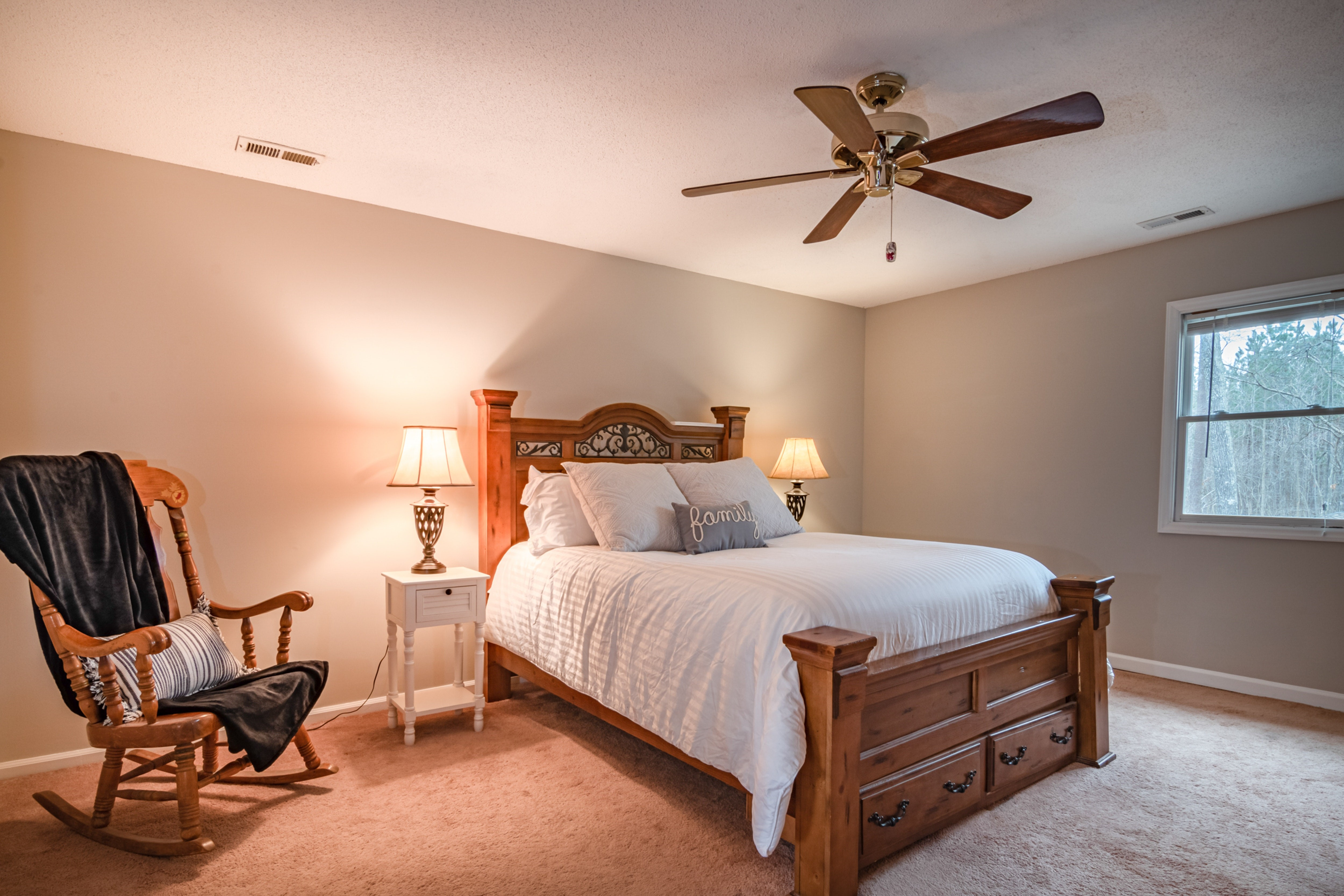 ventilateur de plafond dans une chambre