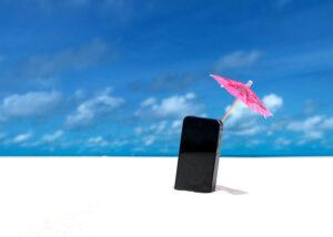 Gsm in zand met parasol